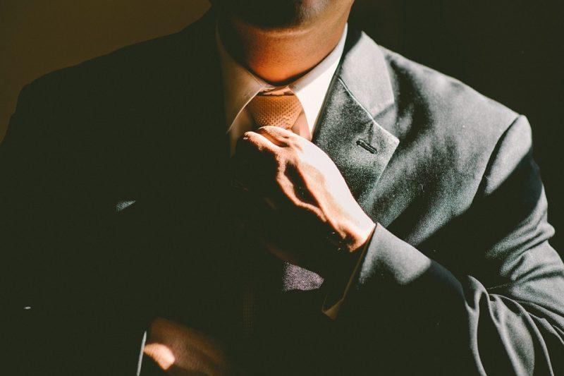 8 segnali di un uomo che mente